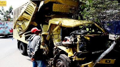 Kecelakaan Beruntun Libatkan Empat Kendaraan di Jalur Tengkorak Tunggorono