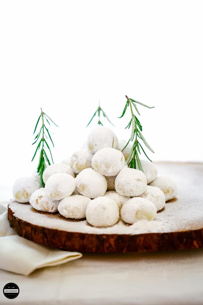 Vegan Boussou la Tmssou ,  These Algerian Shortbread Cookies are made with Plain flour, Ghee and powdered sugar, For a vegan version use coconut oil or butter.