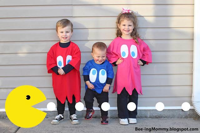 DIY No Sew Pac-man Family Costume , DIY Pac-man Family Costume, No Sew Pac-man Family Costume, DIY Pac-man Costume, No Sew Pac-man Costume, Halloween costume, DIY Halloween Costume, costume, costumes, easy costume, 1980's costume, 80's costume, video game, video game inspired costume, pacman, pac-man, easy pacman costume, fast pacman costume, pacman ghost costume, ghost costume, Inky, Pinky, Blinky, family costume, family costume ideas, halloween family costume, cheap halloween costume, cheap costume, last minute costume, last minute family costume, last minute halloween costume, games, fun halloween costume, creative Halloween costume, easy and cheap Halloween costume, easy and cheap costume, kids costume, no sew costume, best halloween costume, no-sew costume, no-sew, no-sew halloween costume