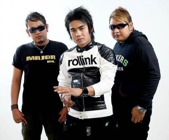 ST12 - Cinta Tak Harus Memiliki Download Mp3 Terbaru 2011