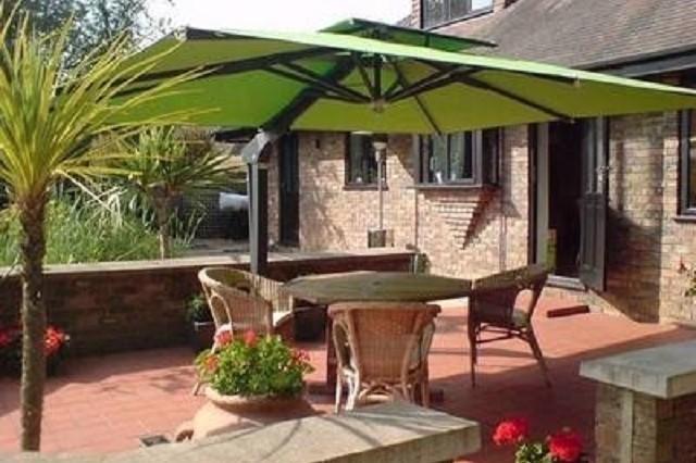 Come scegliere un ombrellone da terrazzo - Idee Utili Per La Casa
