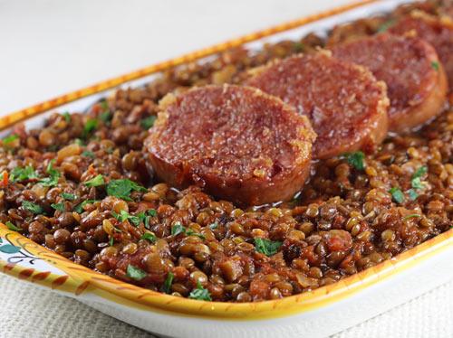 Prato de lentilha e carne de porco