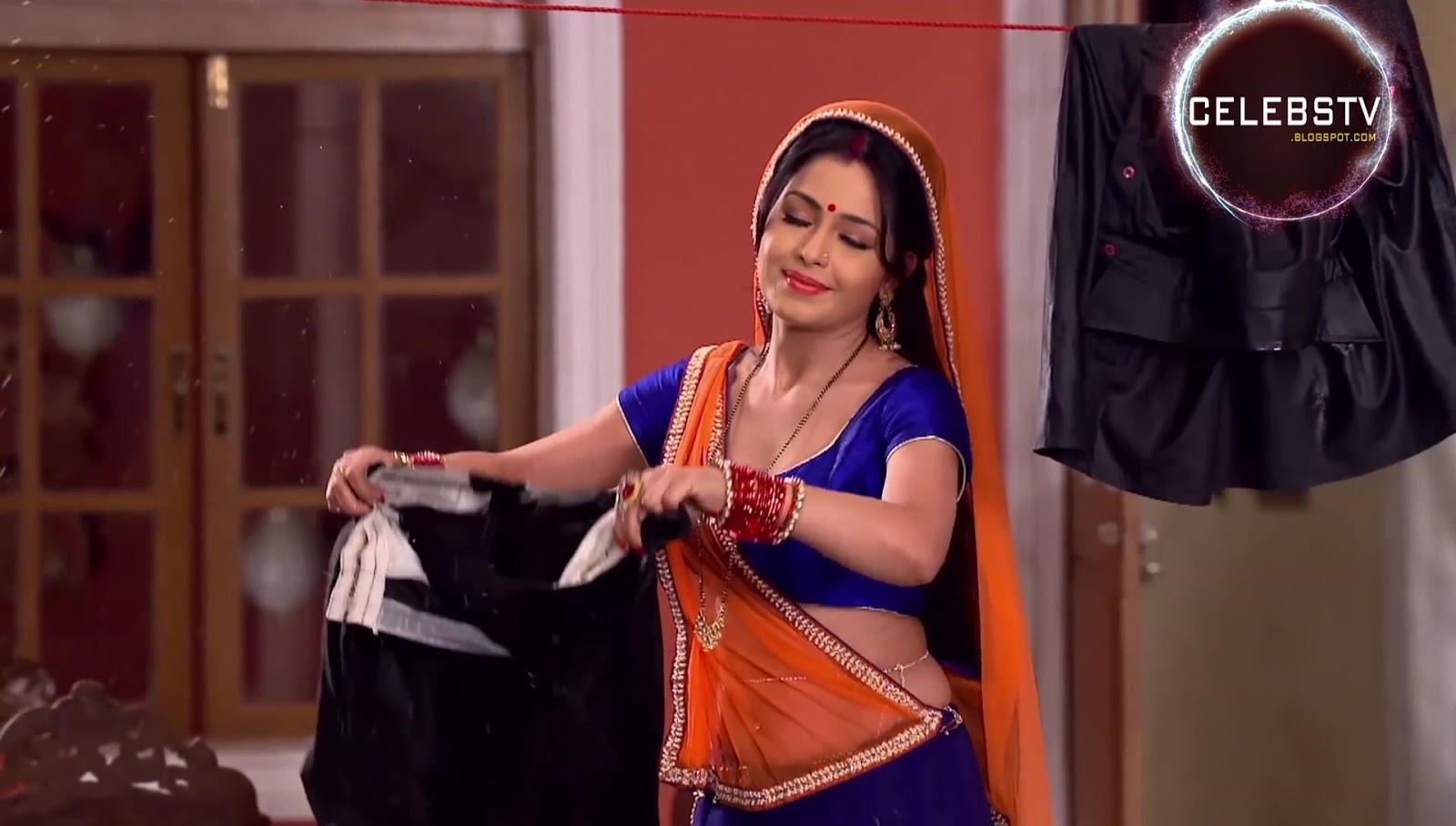 Shubhangi Atre Poorey Irresistible Sexy Navel and Cleavage Show - Sexy ... Taarak Mehta Ka Ooltah Chashmah Photos