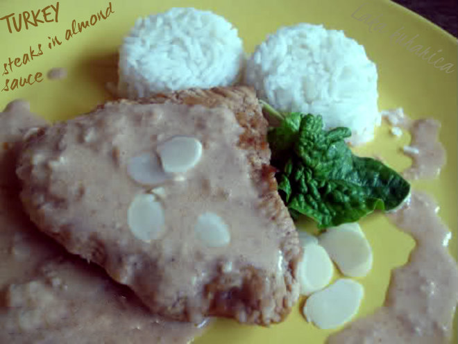 Turkey steaks in almond sauce by Laka kuharica: succulent turkey steaks in refined, aromatic sauce.