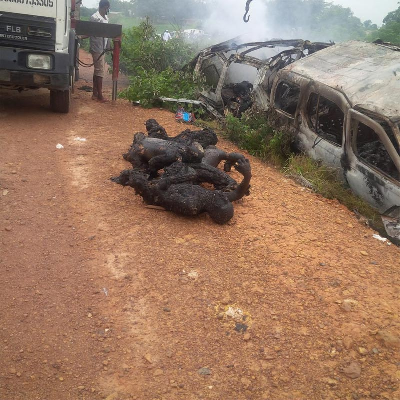 Very graphic: Commuters burnt beyond recongnition as two commercial buses collide