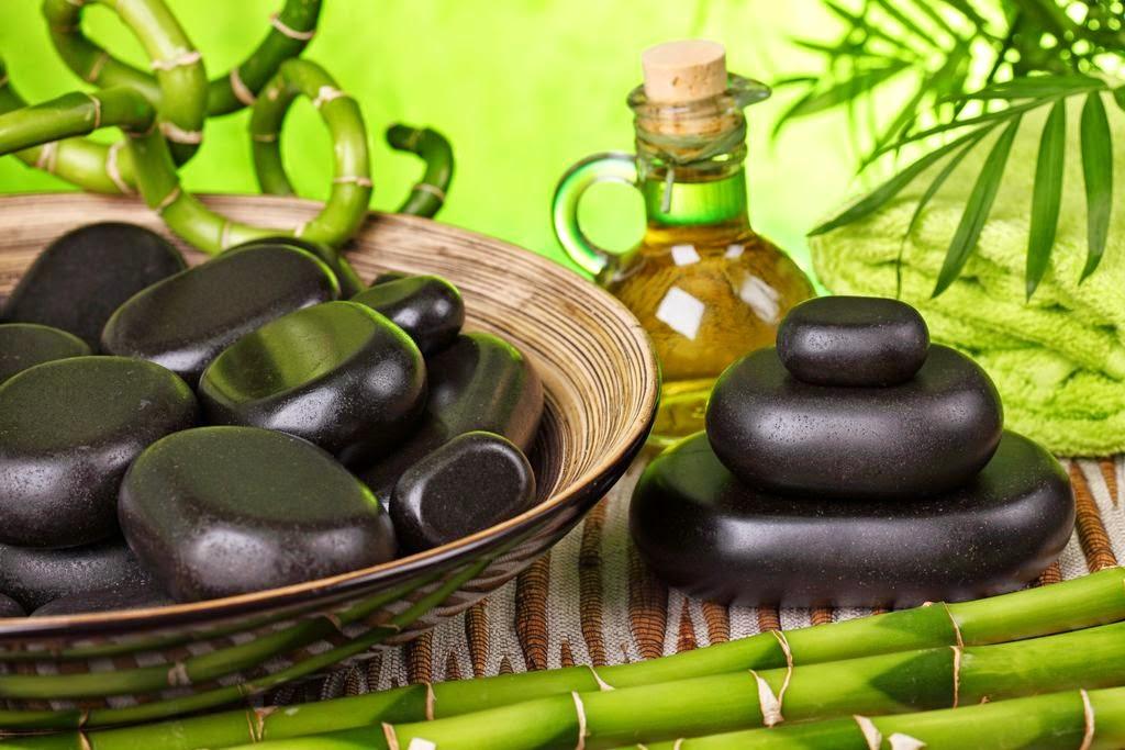 Beneficiile masajului cu roci vulcanice calde. Un nou tip de masaj pe care îl fac în Timişoara