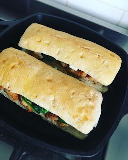 Receta fácil Panini de pechuga de pollo y espinaca