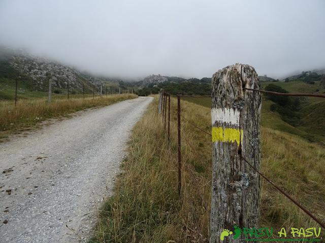 Ruta del Valle del Lago: Poste con señalización