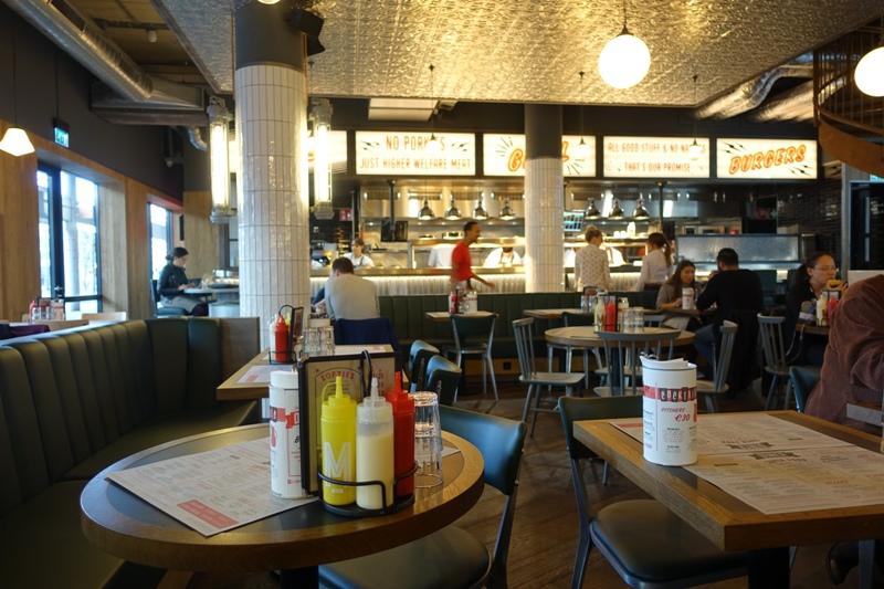 Jamie's Diner Rotterdam open kitchen