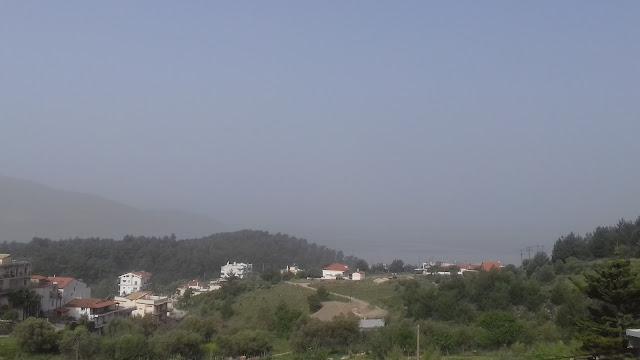 """Ηγουμενίτσα: Τοπίο στην ...""""ομίχλη"""" από την αφρικανική σκόνη (+ΒΙΝΤΕΟ)"""