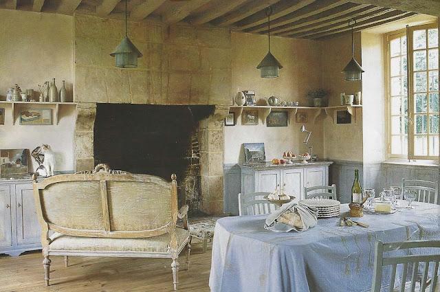Image via Maisons Côté Est Magazine , edited by lb for linenandlavender.net. post: http://www.linenandlavender.net/2013/02/inspiration-file-maisons-cote-est.html