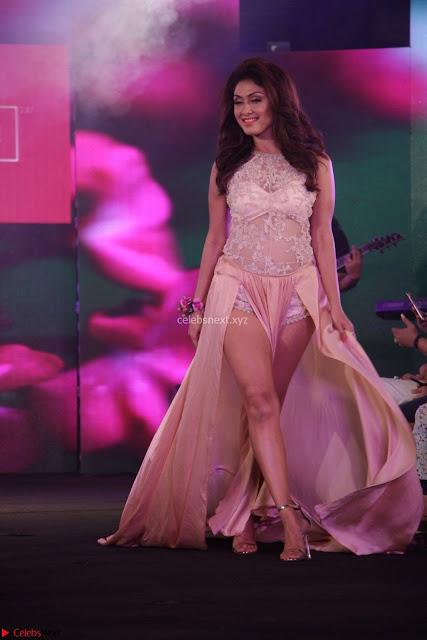 Manjari Phadnis Walks the Ramp At Designer Nidhi Munim Summer Collection Fashion Week (3).JPG