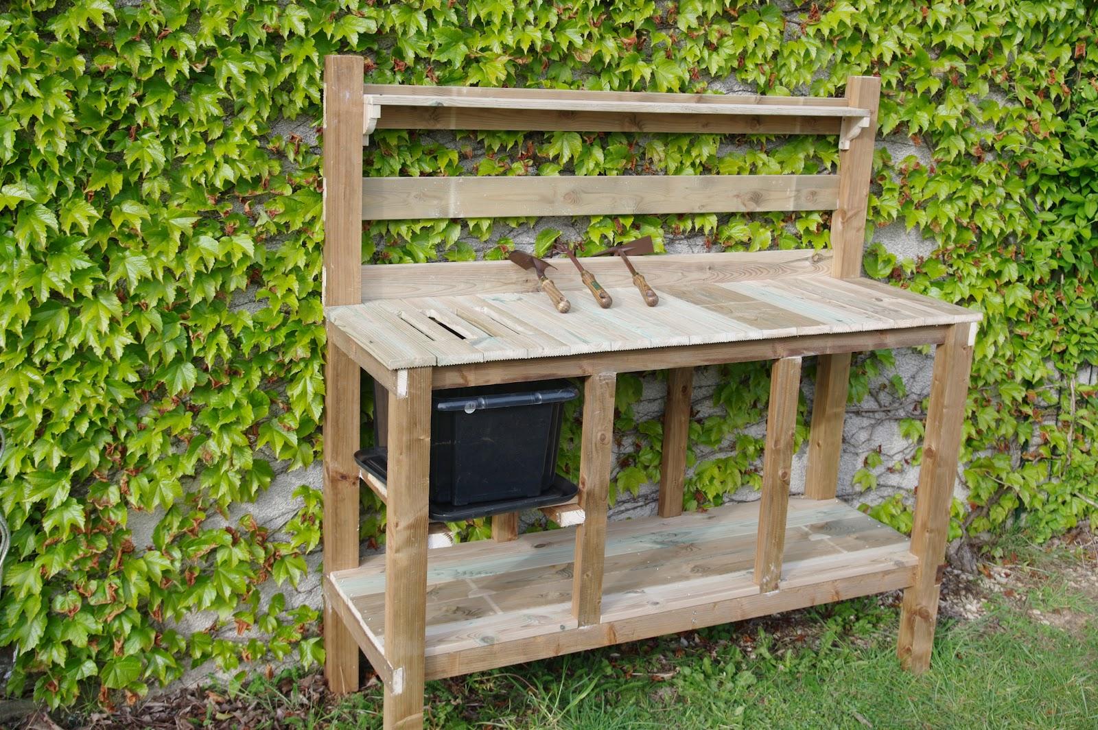 le jardin boultois un mobilier bien adapt ma table de. Black Bedroom Furniture Sets. Home Design Ideas