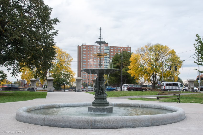 Portland, Maine USA October 2017 photo by Corey Templeton. Some photos of the recently refurbished fountain in Portland's Lincoln Park