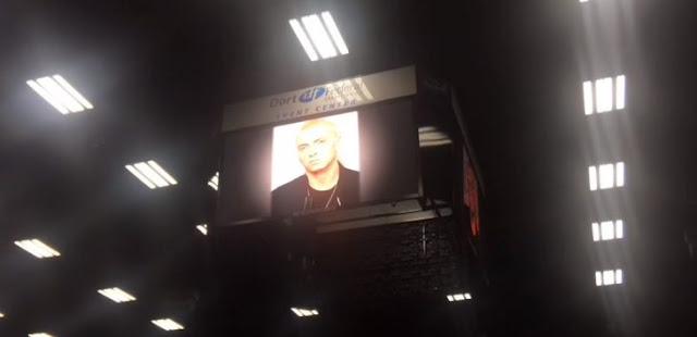 Eminem sorprende con discurso a estudiantes en su graduación