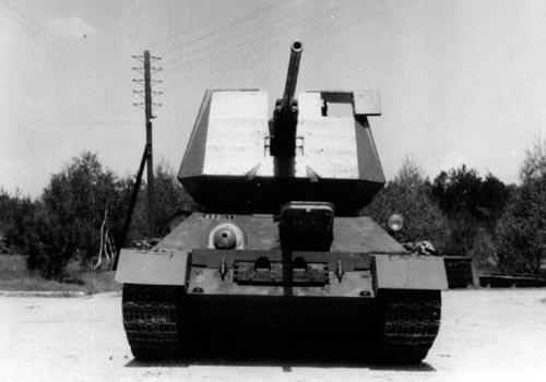 Чехословацкая ЗСУ на базе Т-34-85 с пушкой R10 - вид спереди
