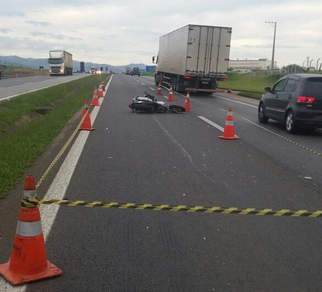 Motociclista morre em acidente nesta sexta-feira (2) na Fernão Dias em Extrema (MG) (Foto: Polícia Rodoviária Federal)