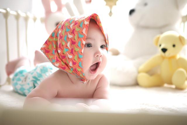 Foto bayi imut dan lucu