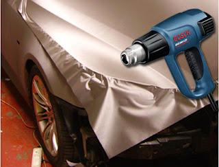 Heat gun membuat bahan sticker mudah dibentuk