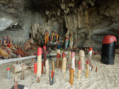 phra nang beach cave