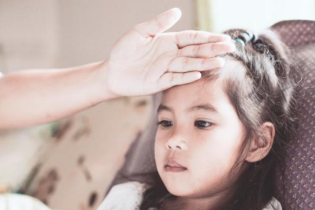 6 Cara Cepat untuk Mengurangi Panas pada Anak-Anak Tanpa Obat tetapi Efektif