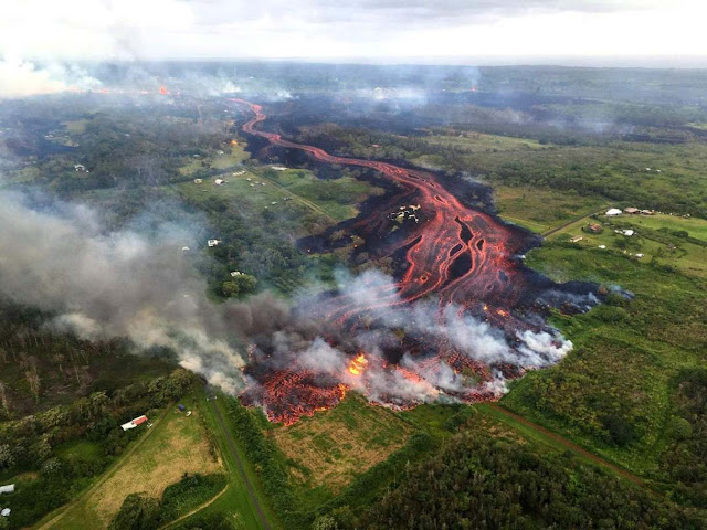 Hawaii Volcano Shoots Up Smoke and Ash as a New Crack Opens
