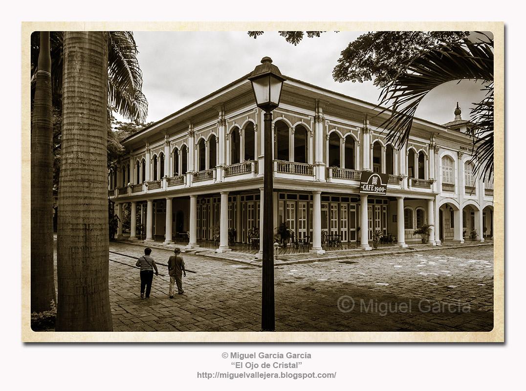 Casa del Doctor Julián Coronel Oyarvide - Samborondón.