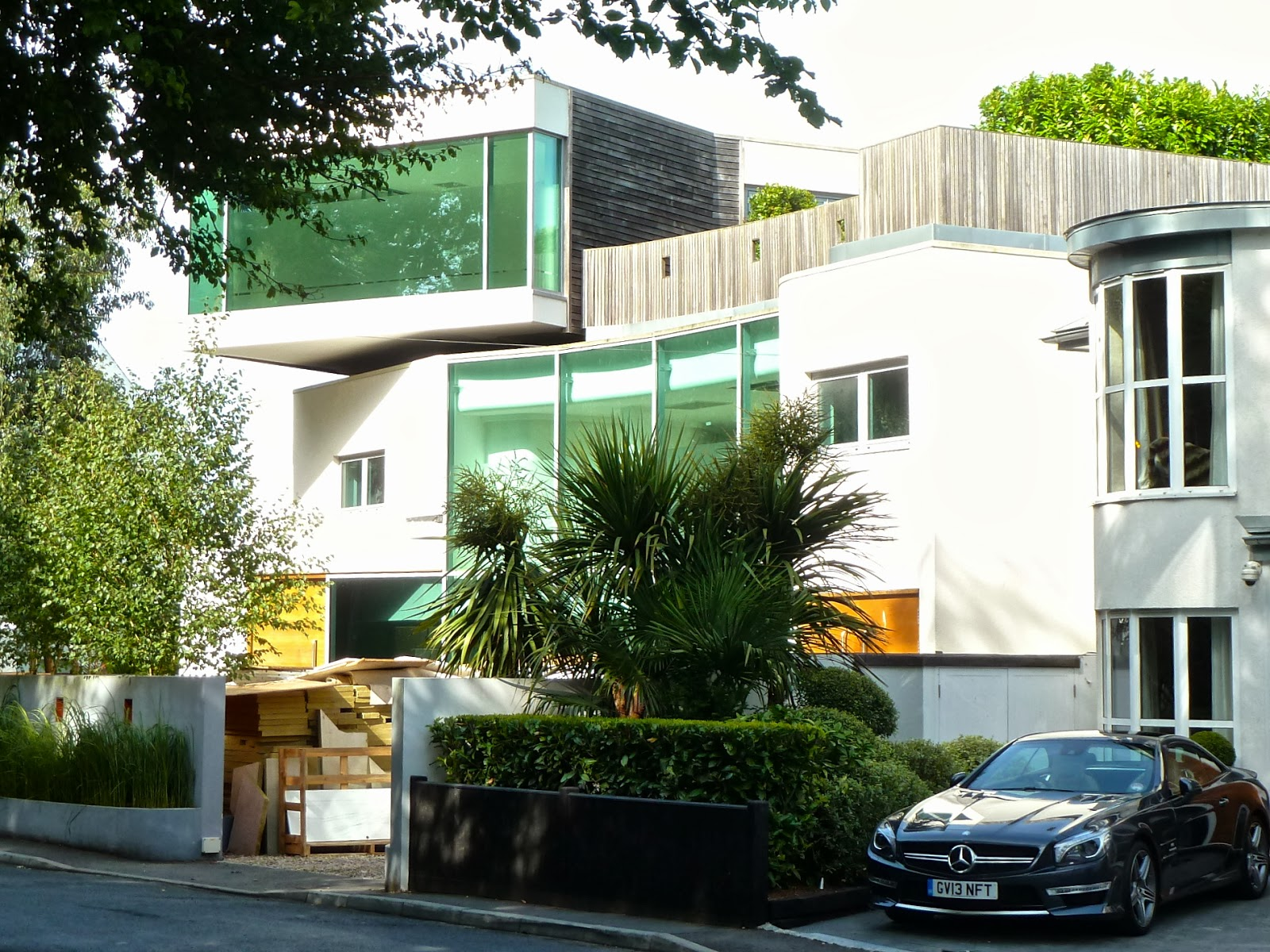 Brighton bits grand designs at withdean for Grand designs modern house