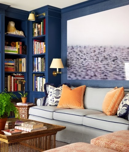 Navy blue wall paint idea for a small living room