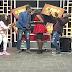 Vidéo - Abba No Stress oblige un couple à s'embrasser en direct - Regardez!