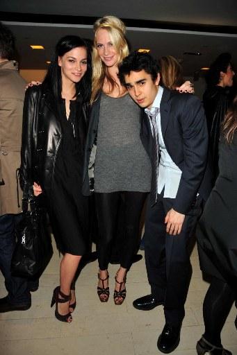 Discovery Auto Insurance >> Sentoci: Max Minghella Girlfriend Pics 2011