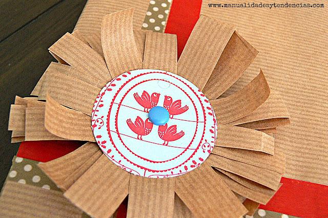 Flor de papel kraft decorativa