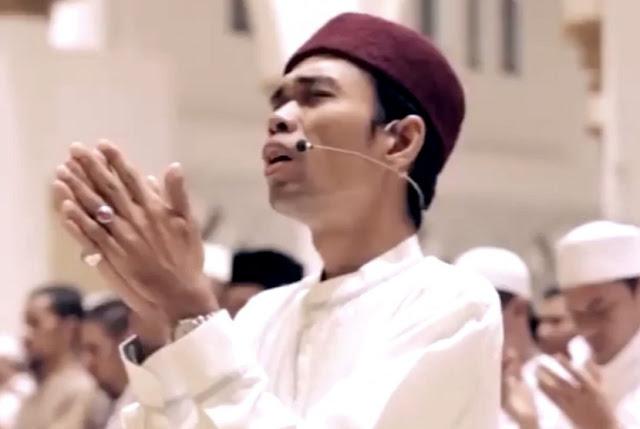 Ustaz Abdul Somad Sandang Gelar Kehormatan dari Lembaga Adat Melayu