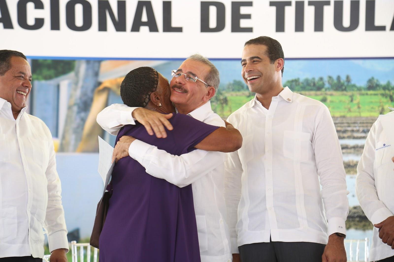 VIDEO: Más seguridad, crédito y bienestar: 481 familias de San Juan y Elías Piña reciben títulos propiedad