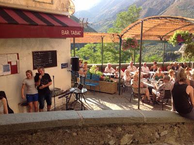 Café Le Heinz mit dem singenden Wirt in Saorge