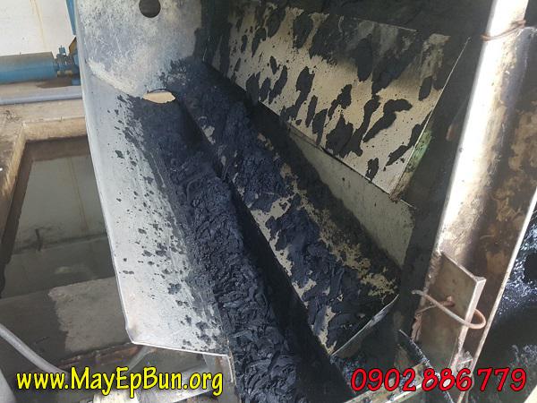 Máy ép bùn cũ có tốc độ làm việc chậm chạp đồng nghĩa bánh bùn ra ít, không đạt năng suất như ban đầu