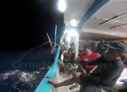 Pak Haji Mancing Ikan Babon Emang Gampang Nariknya