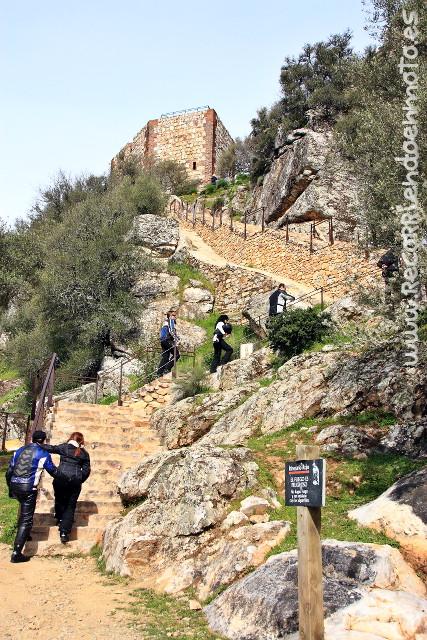 Acceso al castillo de Monfragüe