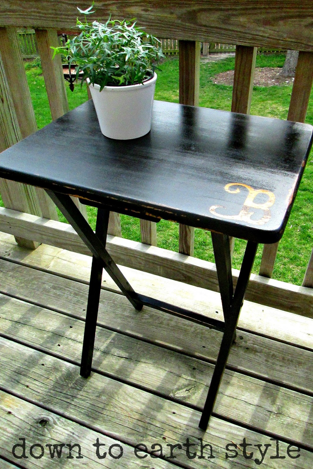 Down To Earth Style: Paint & Monogram A TV Tray