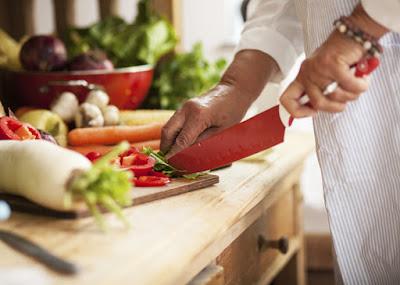 Acostumbrate a cocinar con menos sal