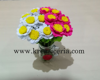 Contoh kreasi bunga daisy dari kain flanel
