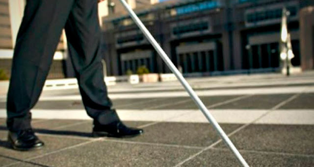 """""""As pessoas cegas podem utilizar estas bengalas da mesma forma como utilizam as tradicionais"""" – Reprodução"""