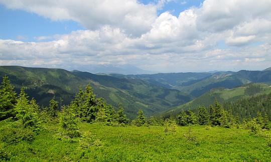 Dolina Ráztoky ze stoków Zadniej holi.