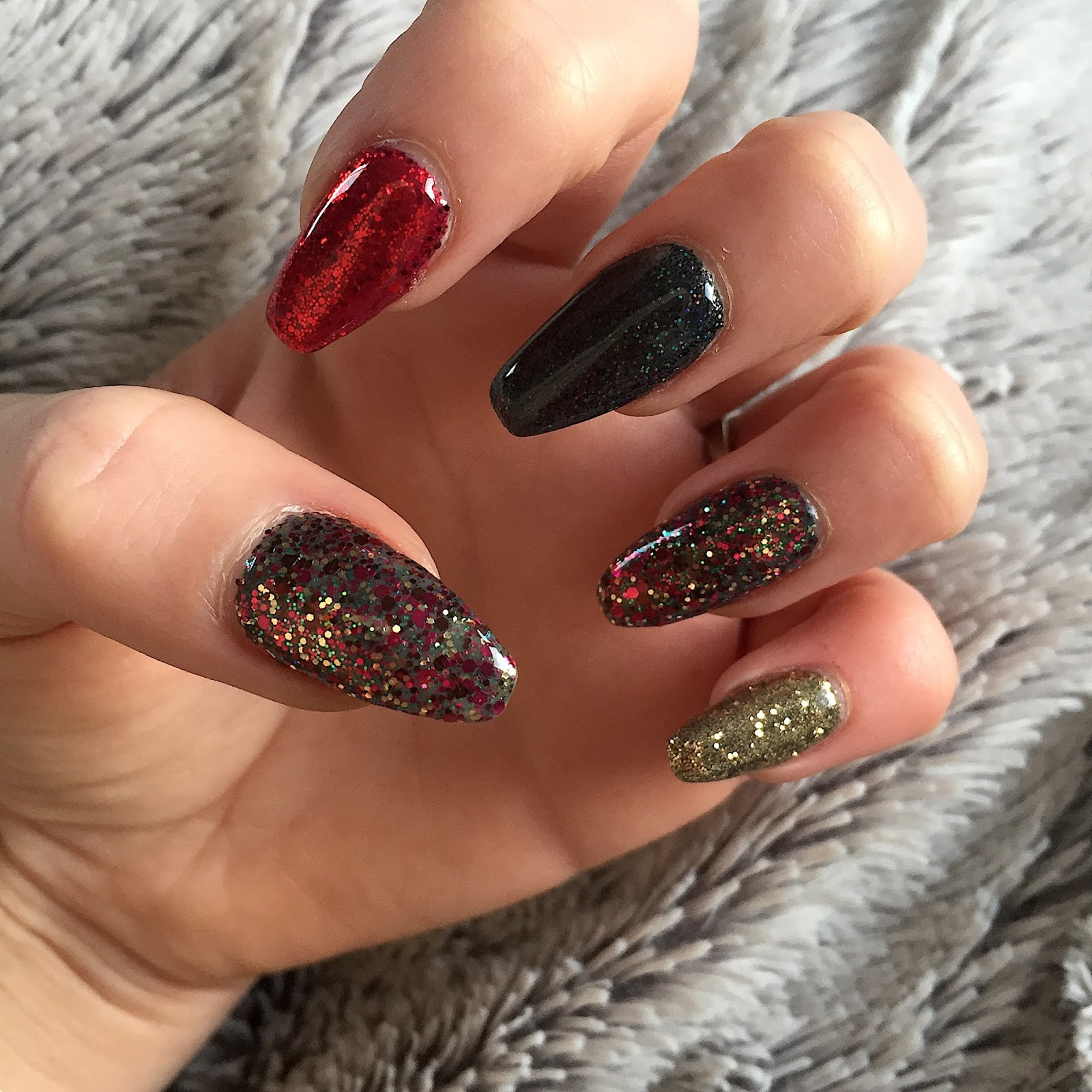 Christmas Nails With Glitter: NOTD: Christmas Glitter Nails