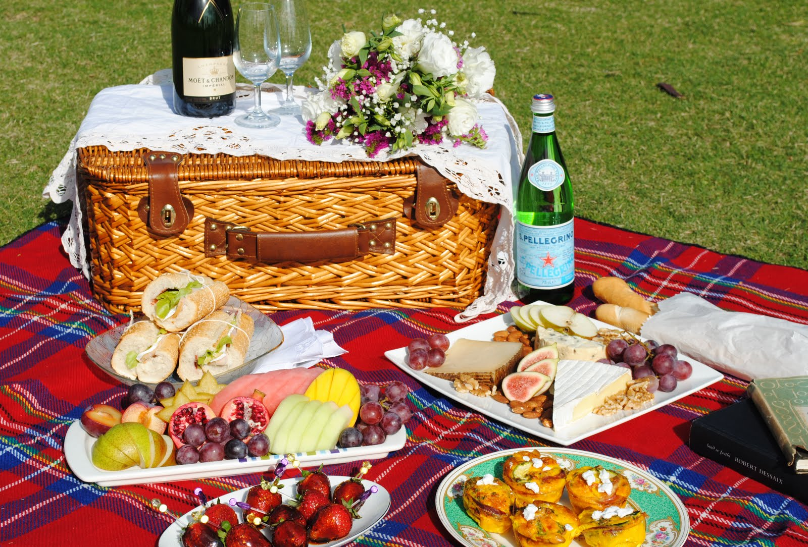 Romantic Picnic Ideas For Two Romantic Picnic By The Water If you are fortunate enough to live by a lake, take this opportunity to spend time alone together, listening to the relaxing waves hit the shore line.
