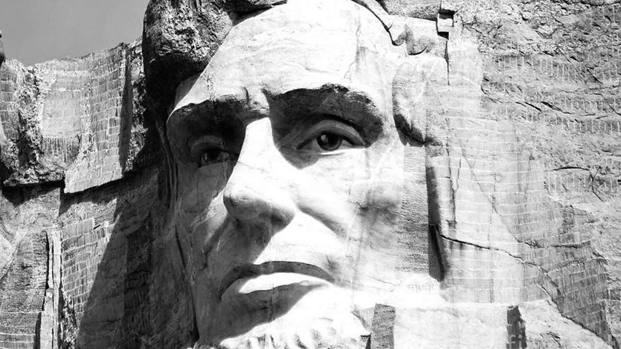 El lóbulo frontal de la cabeza de Lincoln posee una cámara secreta que almacena la historia de EE.UU.