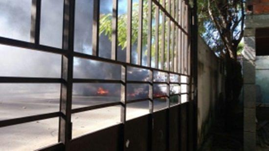Pneus foram queimados durante protesto