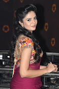 Srimukhi at pelli chupulu audio launch-thumbnail-5