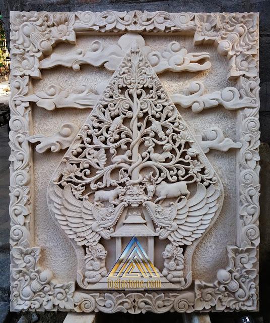 Relief kayon dibuat dari batu paras jogja / batu alam paras putih