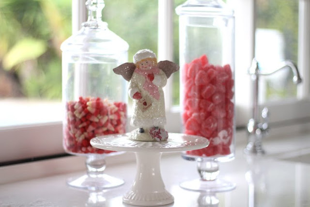 valentines-day-jars-red-candy-decor